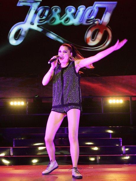 Jessie J perfomring live