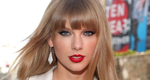 Taylor Swift arrives at the MTV VMA 2012 Awards