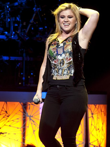 Kelly Clarkson performs on her UK tour.