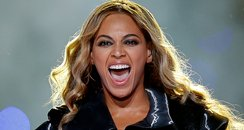 beyonce performs at halftime of super bowl