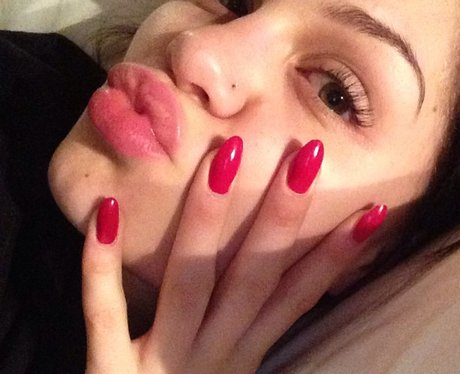 Jessie J with red nails