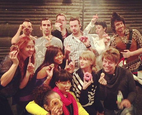 Taylor Swift shares some food with her touring crew
