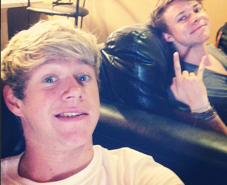 One Direction's Niall Horan Updates Fans With A New Selfie ...
