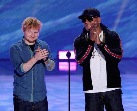 Ed Sheeran and LL Cool J clapping at the Teen Choice Awards 2013