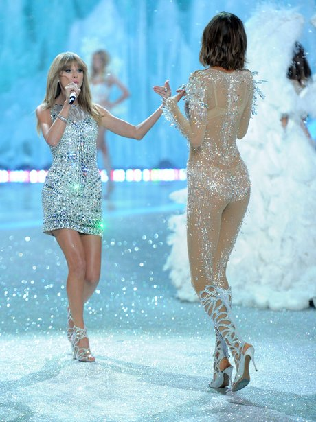 Karlie Kloss Couldn 39 T Believe Taylor Was Right There In Front Of Her Eyes Taylor Capital