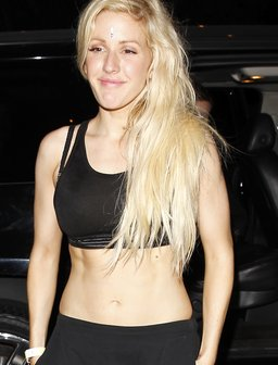 Ellie Goulding shows off her toned tummy