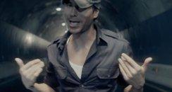 Enrique Bailando Music Video