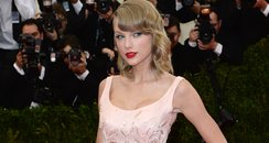 Taylor Swift In Oscar De La Renta