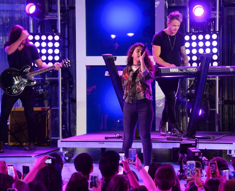 Alessia Cara Performing Live MTV VMAs 2016