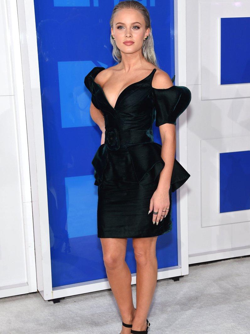 Zara Larsson MTV VMA Red Carpet 2016