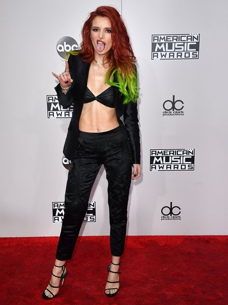 Bella Thorne shows off newly dyed hair on AMA's re